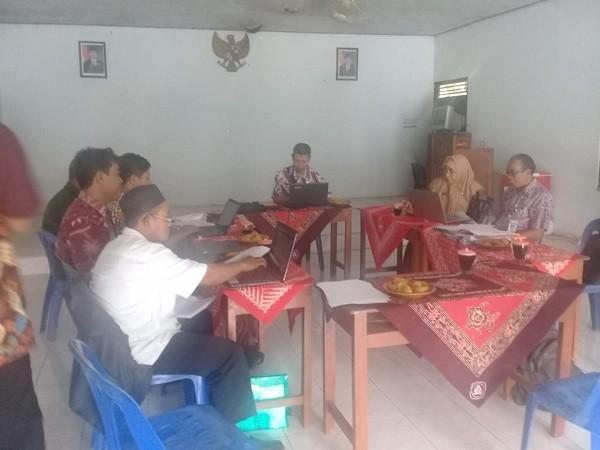 Monitoring SIAK di Balai Desa Pacor